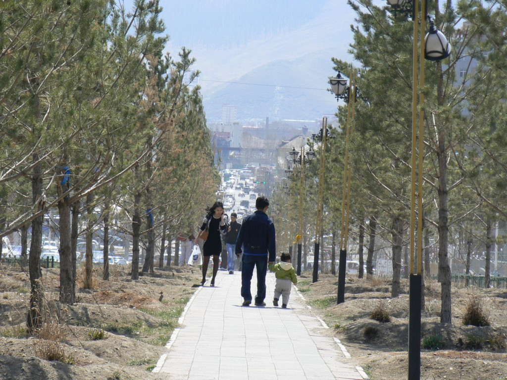 Walking to Gandan Khiid